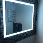 Зеркало со светодиодной подсветкой в ванную комнату