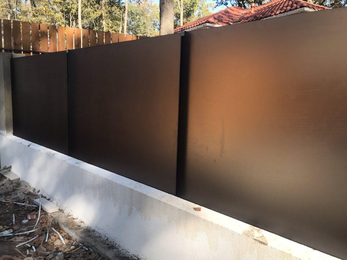 забор из матового каленого стекла